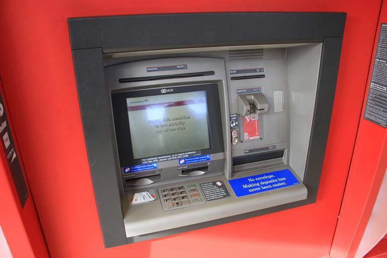 červený bankomat