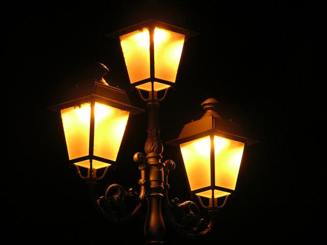 sodíkové výbojky v pouličním osvětlení.jpg
